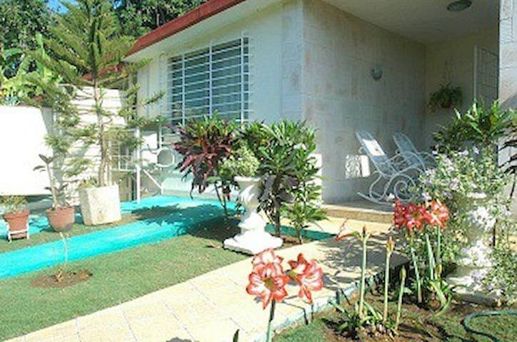 Casa Miriam Paz Expósito