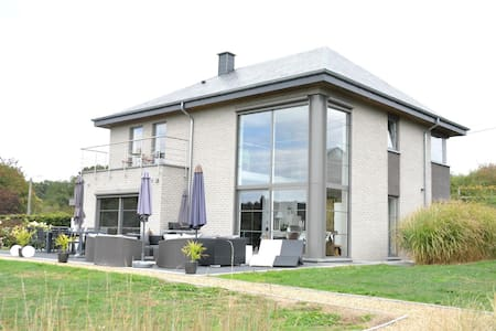 Luxurious Villa in Beauraing with Garden