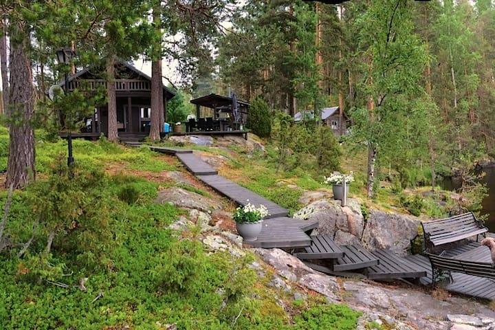 Cottage by the lake Saimaa / Sähköläm. Hirsimökki