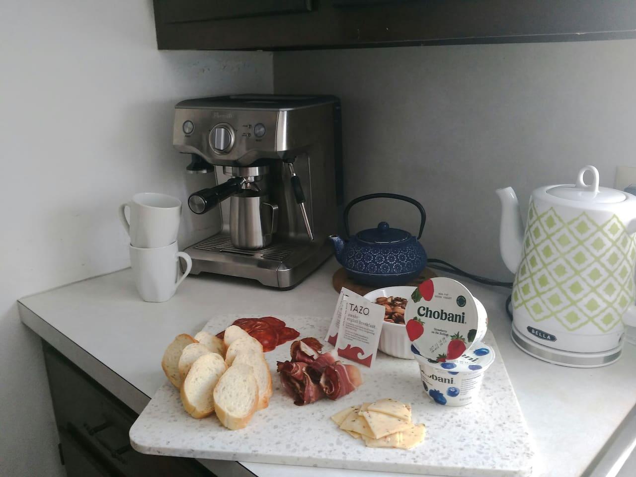 Breakfast nook! Breakfast is INCLUDED.