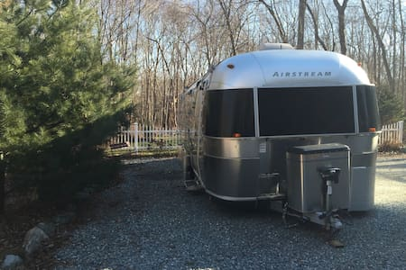 Airstream Glamping - North Stonington