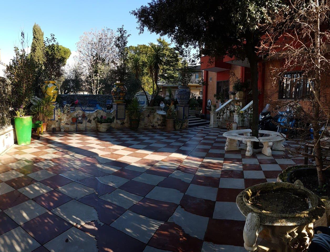Patio ingresso Villa e piscina