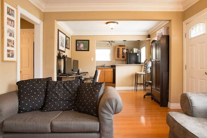 Nice private room in shared house  downtown RWC