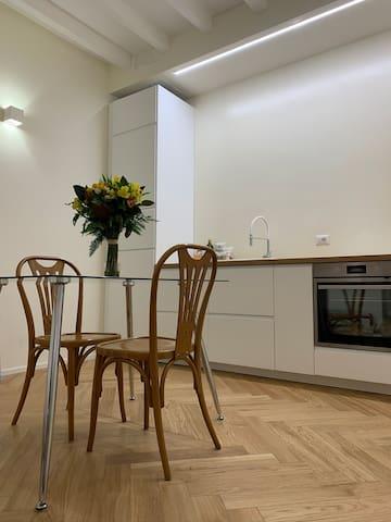 New and bright apartment in Porta Venezia, Milan