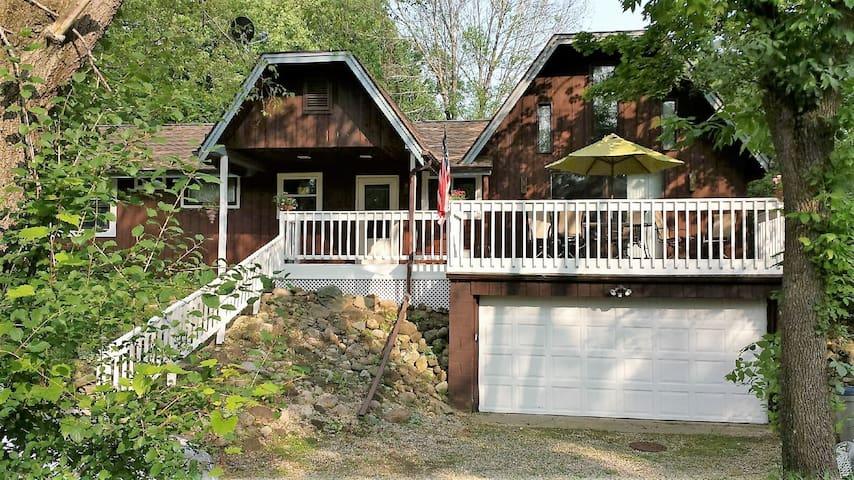 Cozy Cottage 1 mile from Geneva Lake - Fontana-on-Geneva Lake - House