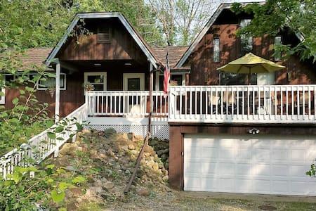 Cozy Cottage 1 mile from Geneva Lake - Fontana-on-Geneva Lake