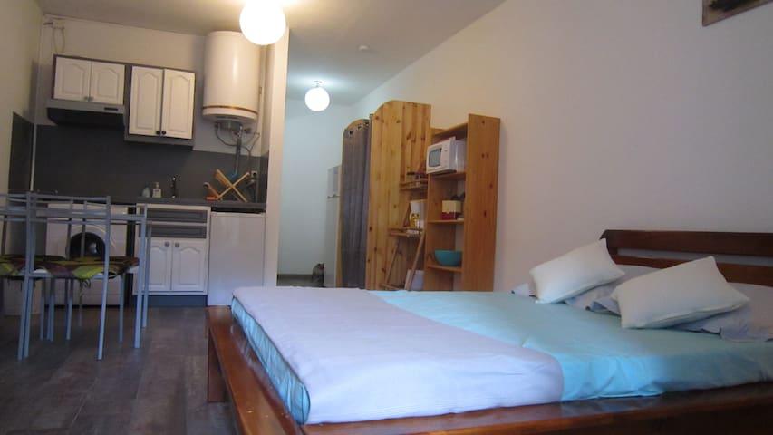 STUDIO PLEIN CENTRE SAINT GILLES LES BAINS - Saint-Gilles les Bains - Apartamento