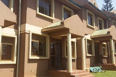 Quiet 2 BD Family Apartment - Kampala - Lakás