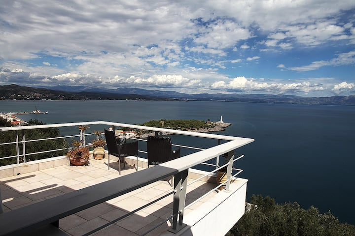 villa with panoramic sea view......