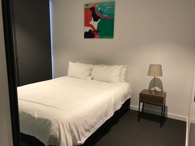 Comfortable 2 beds apartment in the city