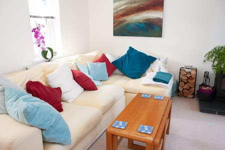 Stylish and Cosy Bristol Townhouse - free parking