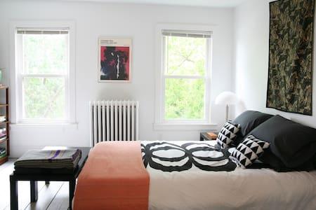 Suite 2 - Catskill - Pis
