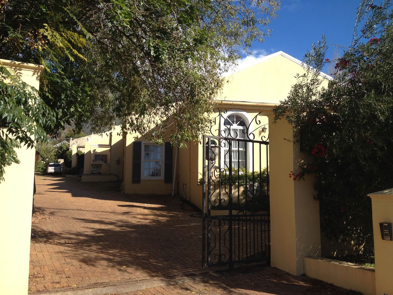 Welcome to The Riebeek West House on Sending Street, nestled in the Riebeek Valley, where you will find a blend of antique, vintage and modern touches in a cosy one bedroom house perfect for your AirBnB stay.
