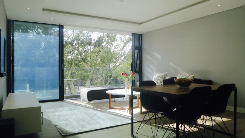 Stylish Sophisticated Green Point 1Bed
