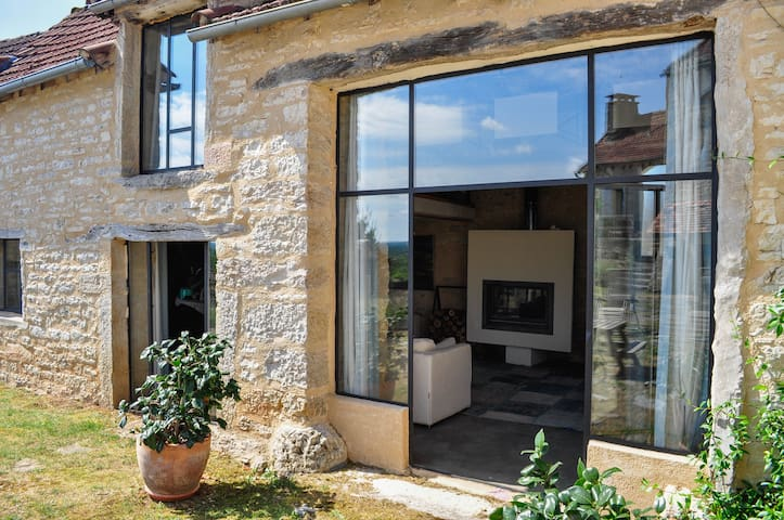 Farmhouse with huge views and pool - Puyjourdes