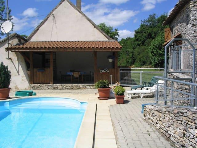 3 Gîtes pour 12 personnes dans joli petit domaine - Cortevaix - Alojamento na natureza