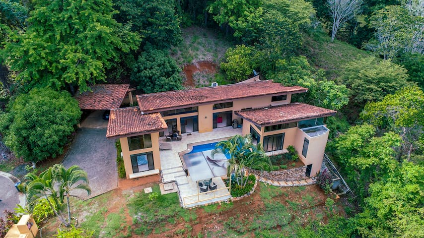 CASA COLINA- Amazing house in the Jungle, by beach
