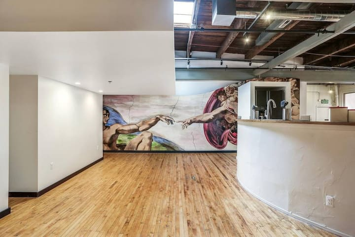 Beautiful Huge Best Location Downtown Loft
