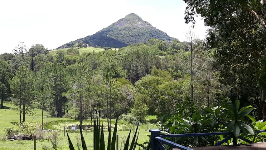 EUMUNDI Peaceful mountain view