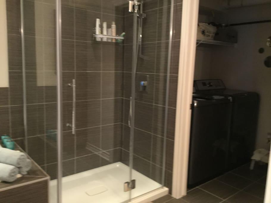 Douche séparée du bain