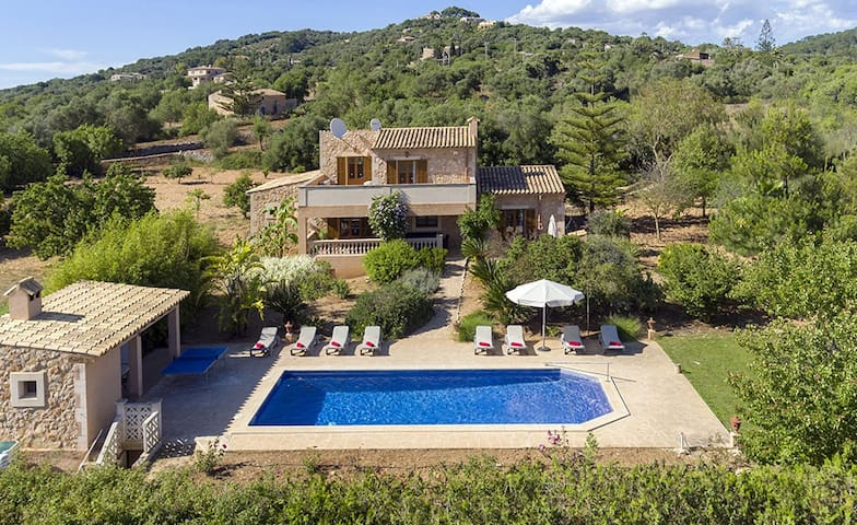 Finca SON PERIS for 10 p. with pool in Felanitx