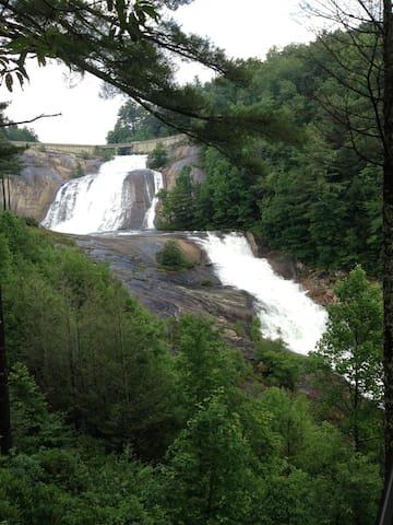 SCENIC OVERLOOK- Toxaway Falls