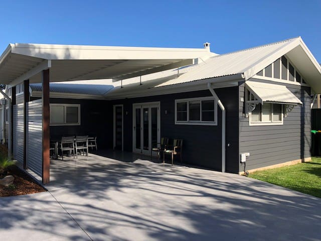 Modern luxury beachside stay for up to 6 people. Hampton's at Umina Beach, Central Coast, NSW