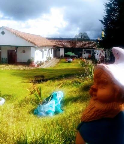 Casana Colonial, Km 8 vía Tunja Villa de Leyva.
