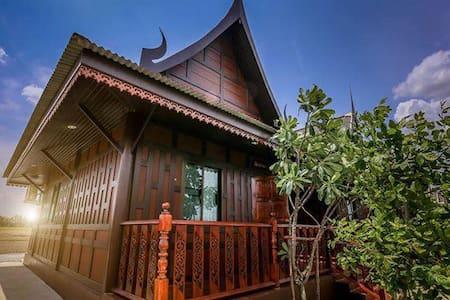 RuenThaiHome Resort / เรือนไทยโฮม รีสอร์ท