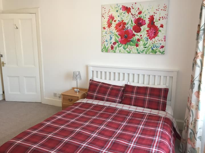 Double Bed in family house Inverness - Crown area
