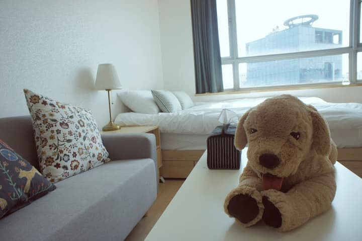 THE STAY IN SINCHON (1min from STN)