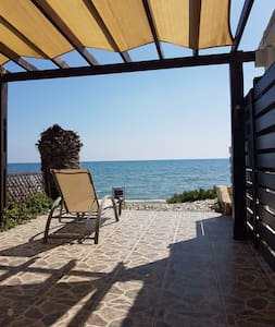 Wonderful Beach House directly in front of the Sea - Perivolia - Dom