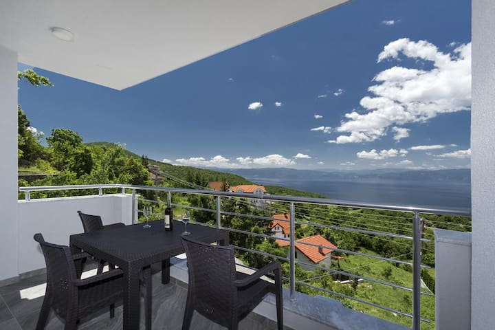 Superior studio with balcony and lake view 2