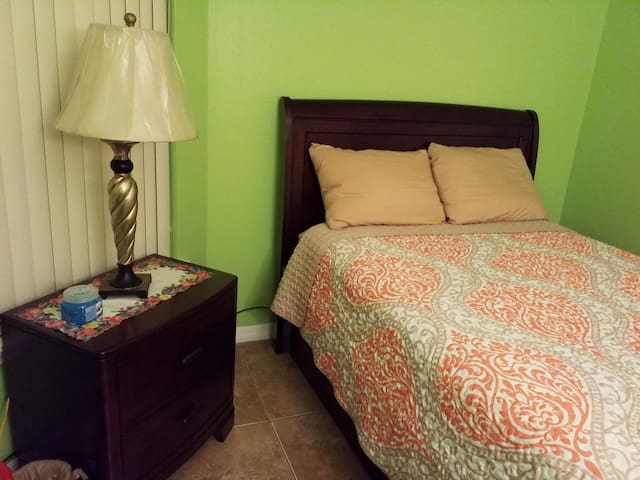 Close to Disney and the Airport a Cozy Getaway 1