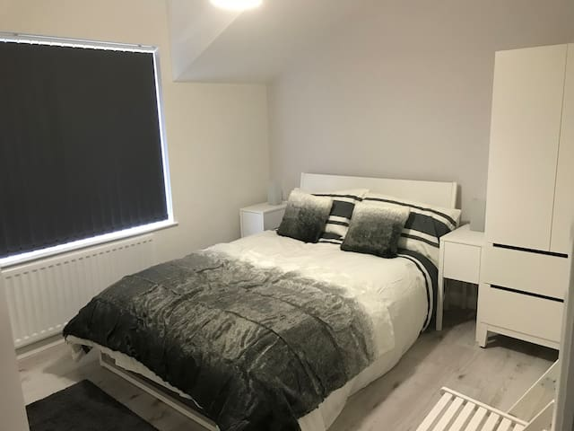 Smart, new modern flat in quiet central location.