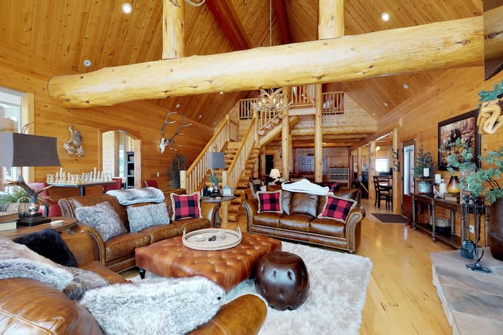 Spacious, upscale lodge w/ shared pool, 2 hot tubs, mtn views, & much more!