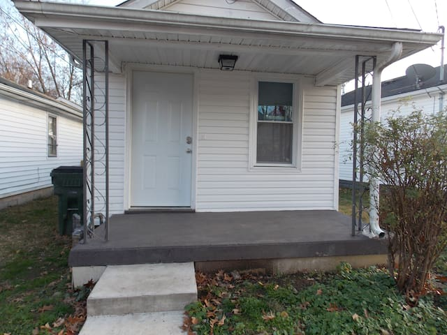Downtown vacation home with one bed/bath/kitchen - Lexington - House