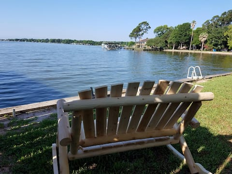 Couples retreat, Lake Livingston, wanta get a way?