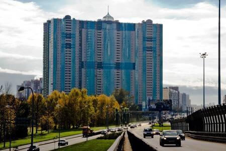 Студия в небоскребе с видом на Неву - Sankt-Peterburg