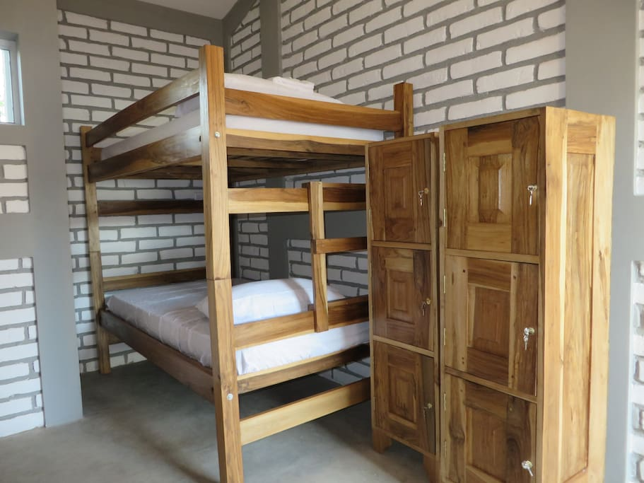 bunk beds, up to 6 people, lockers, private bathroom