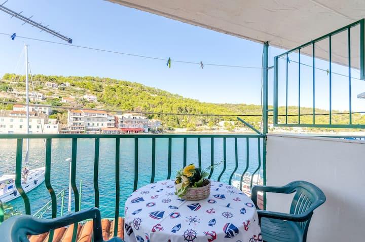 Apartman Studio, 20m od centra, blizu mora, Stomorska - otok Šolta, Balkon