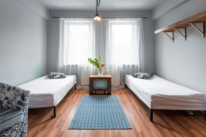 Cosy 2 bedrooms apartment. 10min from Main Square