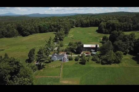 Walpole NH Peaceful Farmhouse Getaway-VT/NH Border