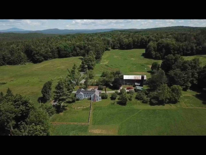 Walpole NH Peaceful Farmhouse Getaway-VT/NH Border