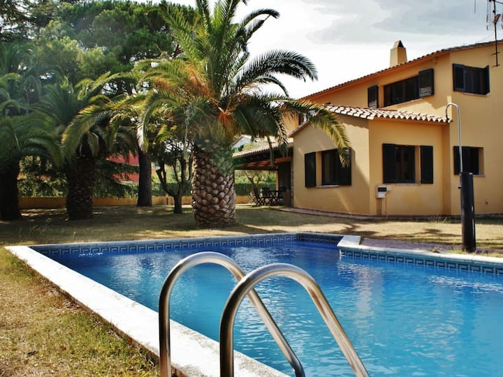 BEAUTIFUL HOUSE WITH SWIMMING POOL IN MONT RAS