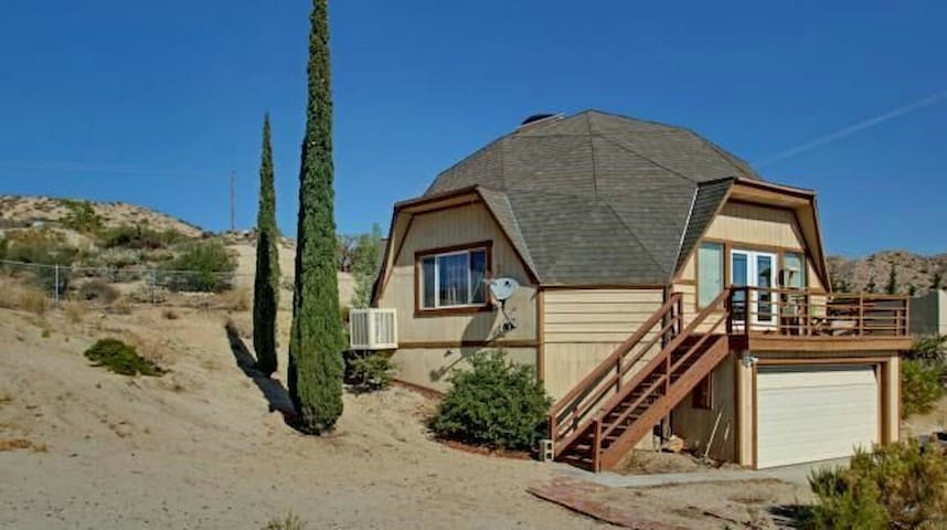Dome House Queen Private Bedroom - Yucca Valley