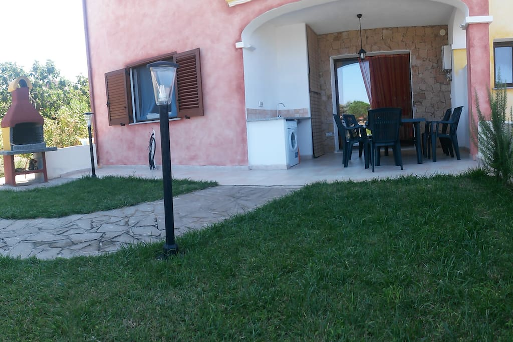 Il patio ed il giardino privato.