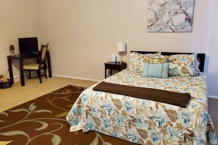 Large, Guest Suite located near LA attractions!