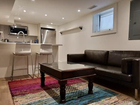 Modern 2 Bedroom in Bloor west Village w/parking!