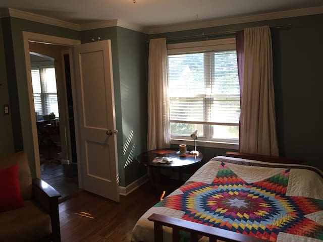 Cozy, private room in Prairie Village - Prairie Village - Talo